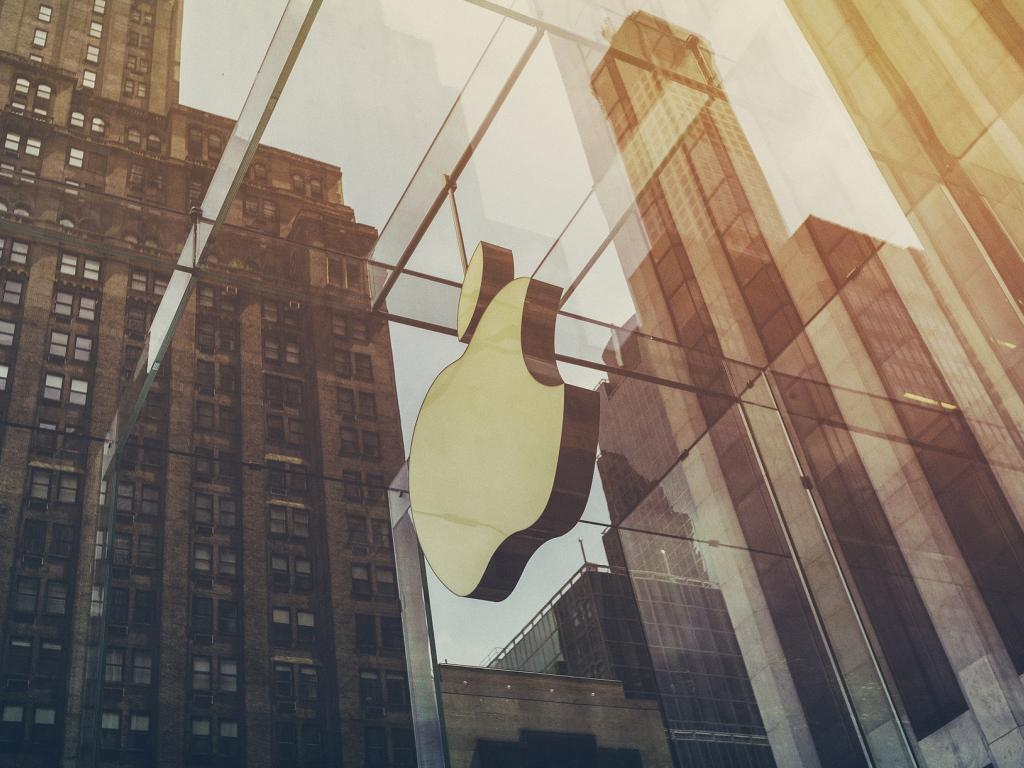 Investors Sell Apple Inc. (AAPL) on Strength After Insider Selling