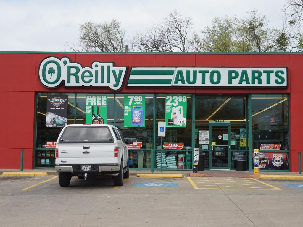 O'Reilly Automotive, Inc. (ORLY) Stake Reduced by Credit Suisse AG