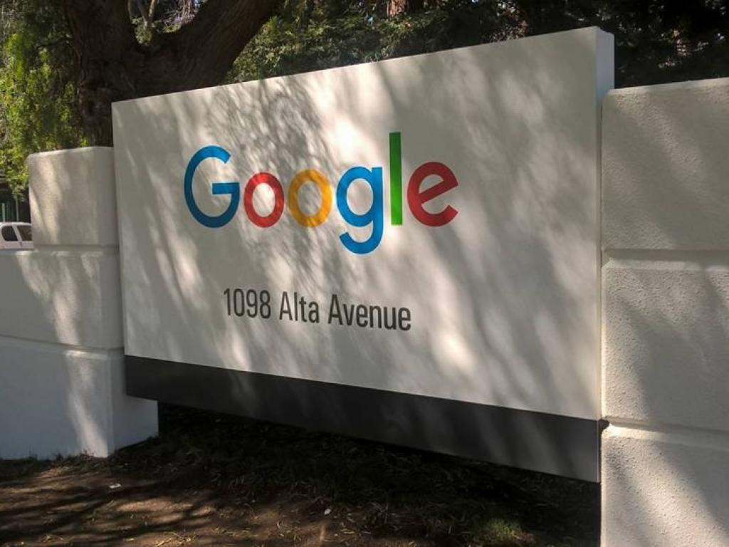 Hall Laurie J Trustee Maintains Position in Alphabet Inc (GOOGL)