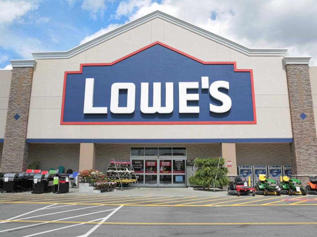 Lowe's outpaces estimates as hurricane repairs drive sales