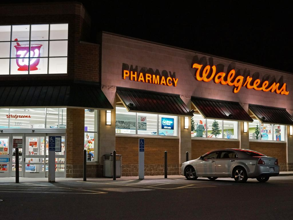 Walgreens posts strong 4Q earns, but delays Rite Aid deal