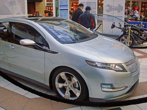 Roadways Could Wirelessly Power Electric Vehicles