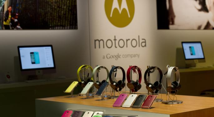 Google Ships 100,000 Moto X Units Every Week GOOG
