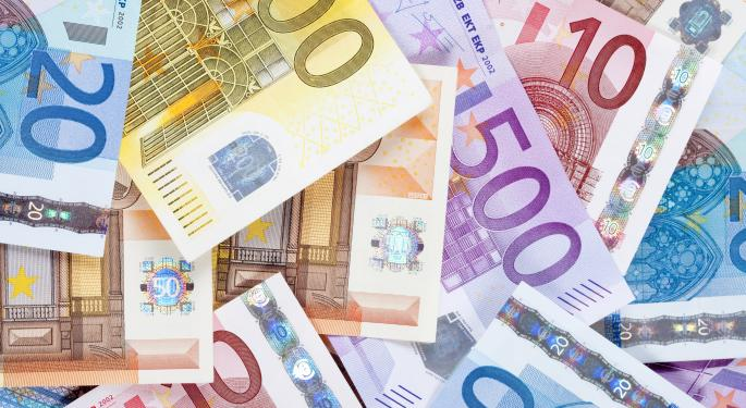 Euro Struggles Amid Poor Economic Data And French Government Shake-Up