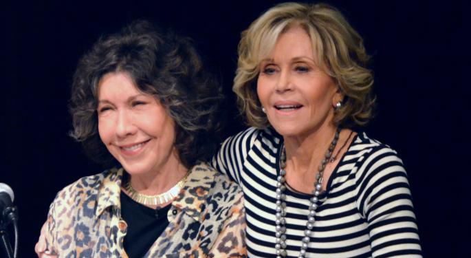 Lily Tomlin, Jane Fonda Push For Higher Restaurant Wages In Michigan Tour