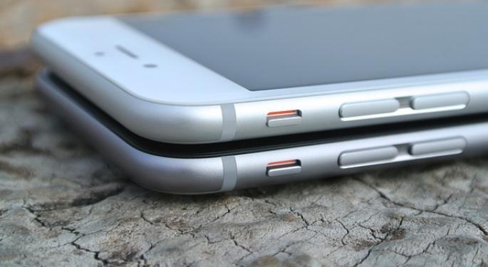 Credit Suisse Upgrades Apple, 'More iPhones, More Cash'