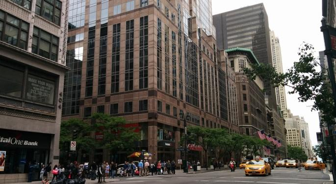 Fifth Ave – Known For Luxury – Seems More Run Down Than Ever