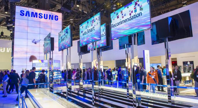 Samsung Pulls an Apple, Receives Mixed Reviews at Galaxy S IV Event
