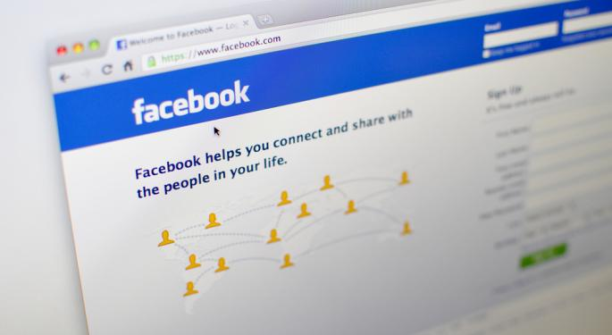 Facebook Analysts Mostly Stay Loyal to Social Networking Giant