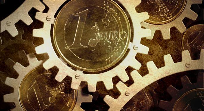 Euro Falls Against Stronger Dollar