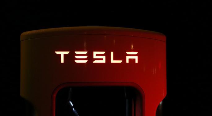 Tesla Falls After Q3 Loss, Lower Deliveries